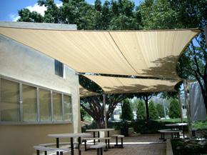 tessuto teso tenda a vela triangolare ombreggiante